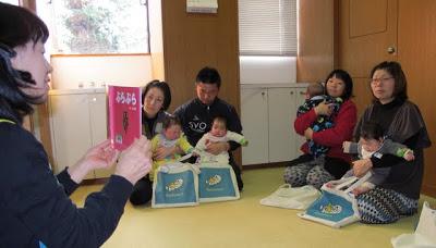 山ノ内町-library-平成24年のブックスタート始まる