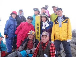 -kominkan-平成25年町民登山・白馬五竜岳頂上に立つ