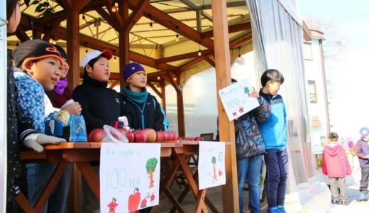 湯田中駅前で地元小学生がりんご販売